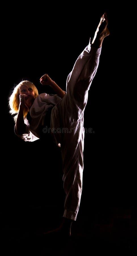 кимоно пинком девушки предпосылки черное делает s стоковая фотография rf