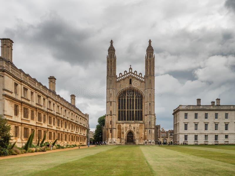 Кингс-университет и часовня в Кембридже, Англия стоковые фотографии rf