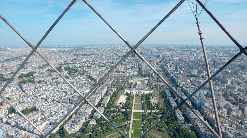 Кинематографический взгляд городского пейзажа Парижа от Эйфелева башни стоковые изображения rf