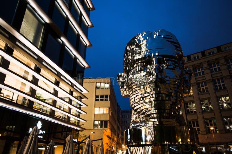 Кинетическая скульптура головы Франц Кафка исполинской, Праги, чехии стоковая фотография rf