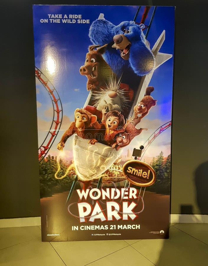 Киноафиша парка интереса, рассказ парка атракционов куда воображение дико творческой девушки названной июнь приходит живой стоковые изображения rf