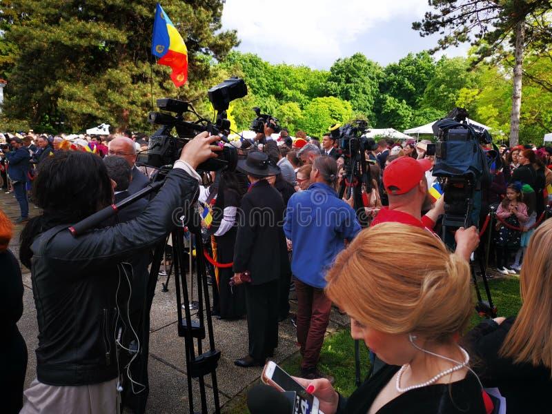 Киносъемка оператора на день монархии на дворце Elisabeta стоковые изображения