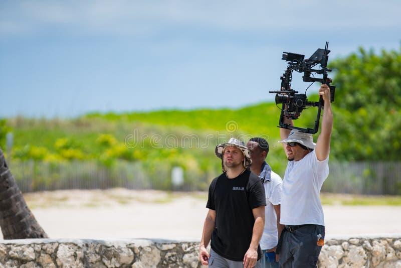 Киносъемка съемочной группы на приводе Miami Beach океана стоковые изображения
