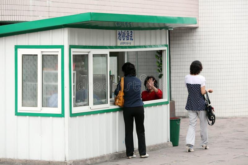 Киоск удобства в Пхеньяне стоковое фото rf