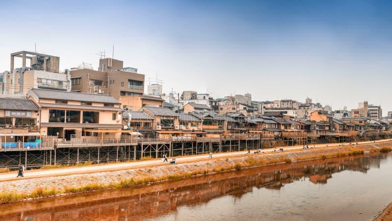 КИОТО, ЯПОНИЯ - 30-ОЕ МАЯ 2016: Панорамный взгляд горизонта города и стоковые изображения rf