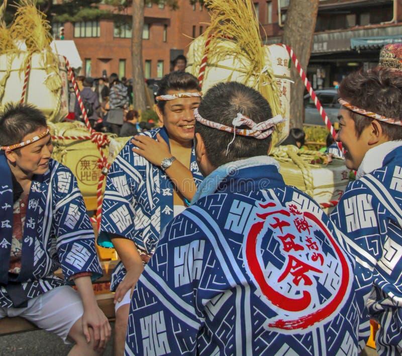 Киото, Япония - 2010: Участники на фестивале ради стоковая фотография