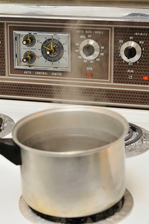 кипеть варящ воду бака стоковые изображения rf