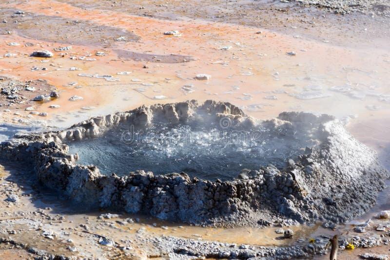 Кипеть меньший бассейн на национальном парке Йеллоустона, Вайоминг стоковая фотография rf