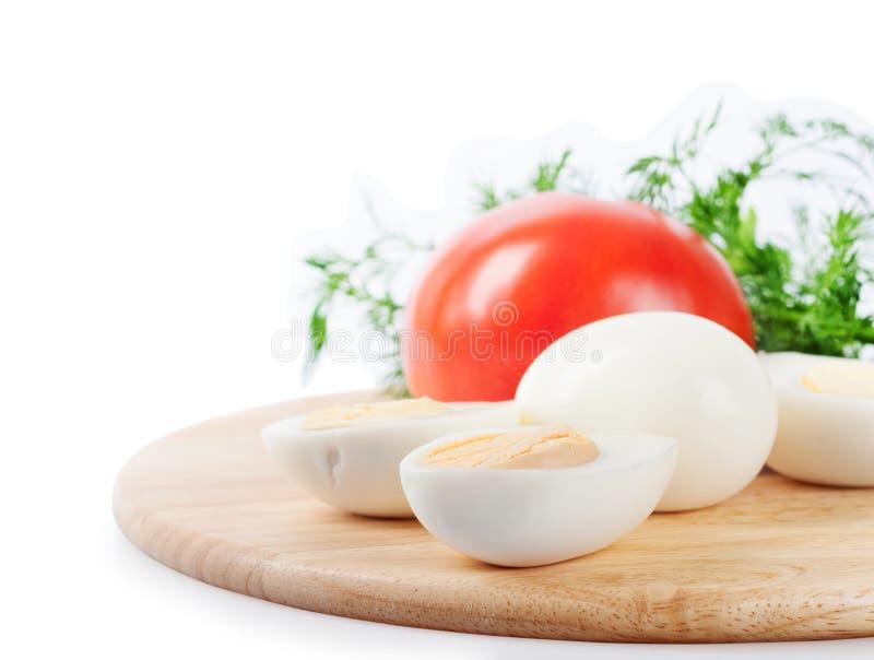 Кипеть яичка и томат курицы стоковое изображение
