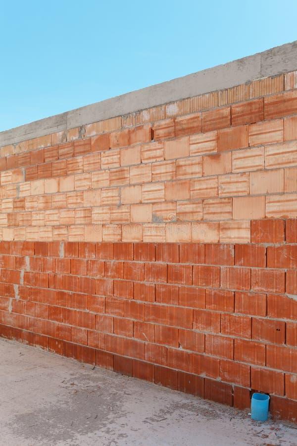 Download Кирпичная стена стоковое фото. изображение насчитывающей рынок - 40576110