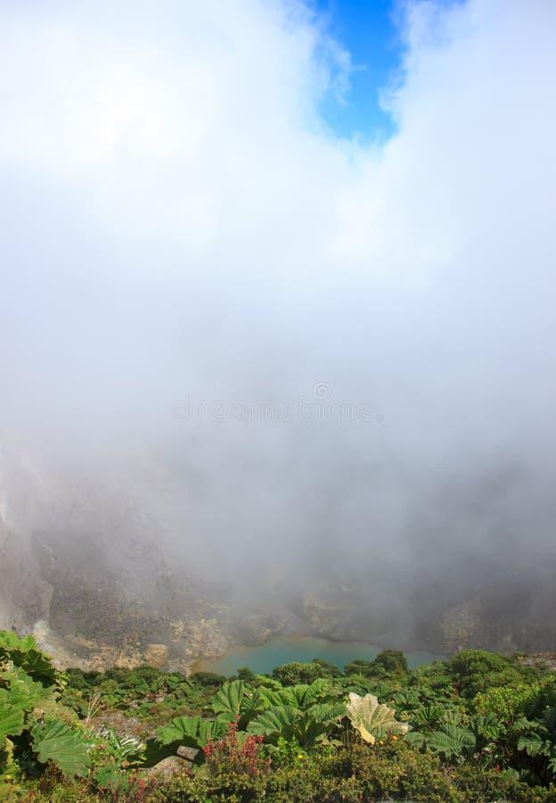 кисловочный вулкан озера irazu стоковое изображение