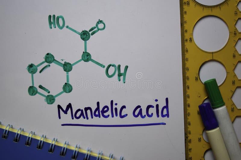 Кислота Манделика На белой доске написано молекула ароматической кислоты Структурная химическая формула Концепция образования стоковое фото rf