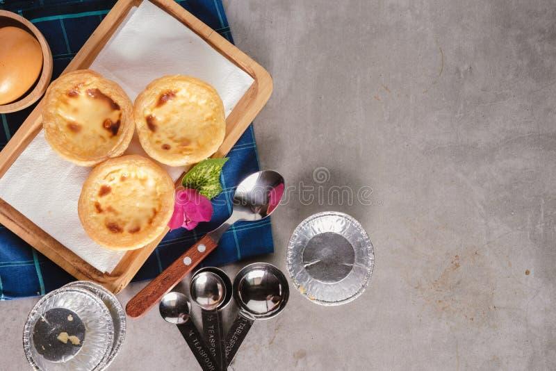 Кислая хлебопекарня на конкретной таблице стоковое фото rf