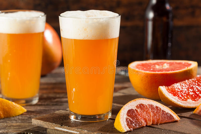 Кислое пиво ремесла грейпфрута стоковое изображение