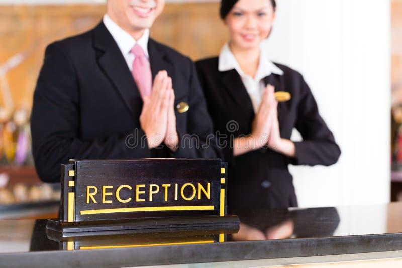 Китайская азиатская команда приема на приемной гостиницы стоковое изображение