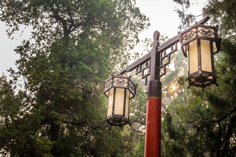 Китайская лампа сада традиционного стиля стоковая фотография