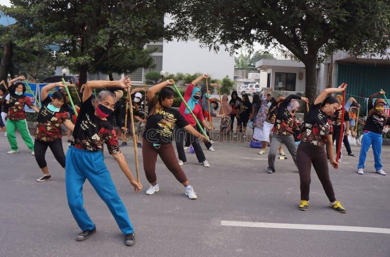 Download Китайская гимнастика редакционное фотография. изображение насчитывающей индонесия - 37931757