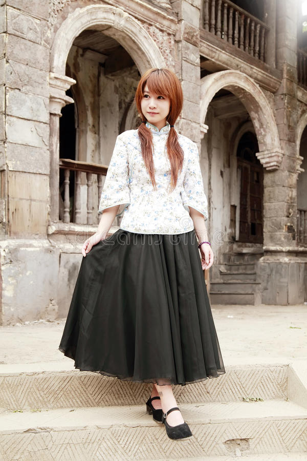 китайская девушка напольная стоковое изображение rf