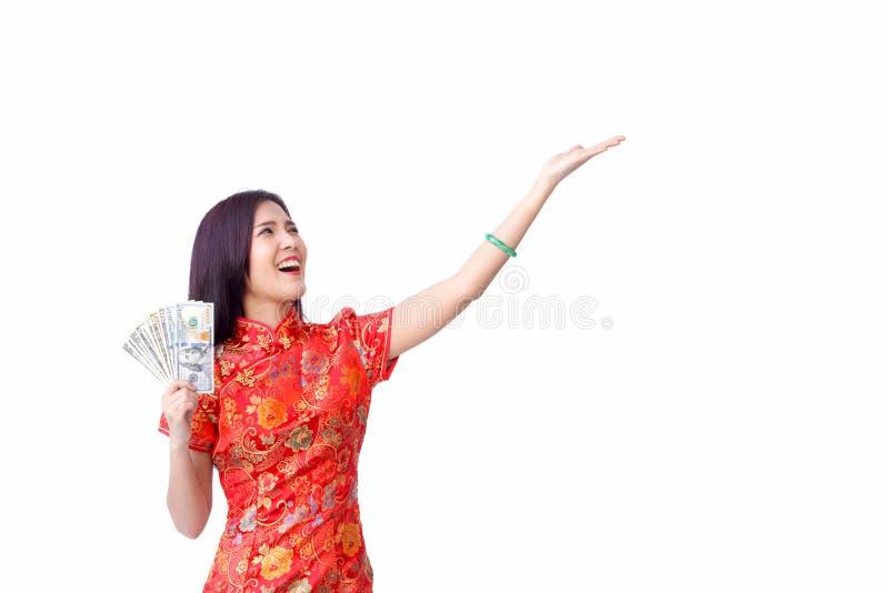 Китайская женщина с красным карманным expr стороны сюрприза показа стоковые изображения