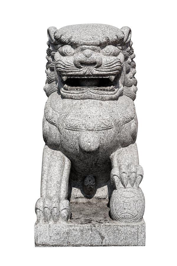 Китайская имперская статуя льва на белой предпосылке стоковая фотография rf