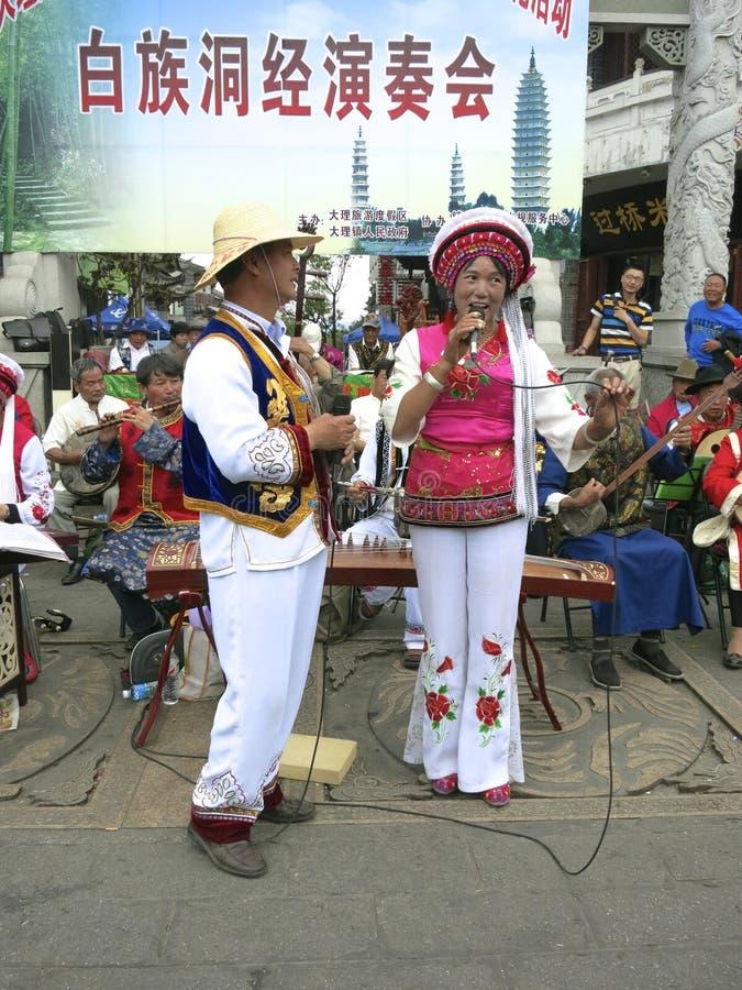 Китайская песня Bai традиционная этническая стоковые изображения rf