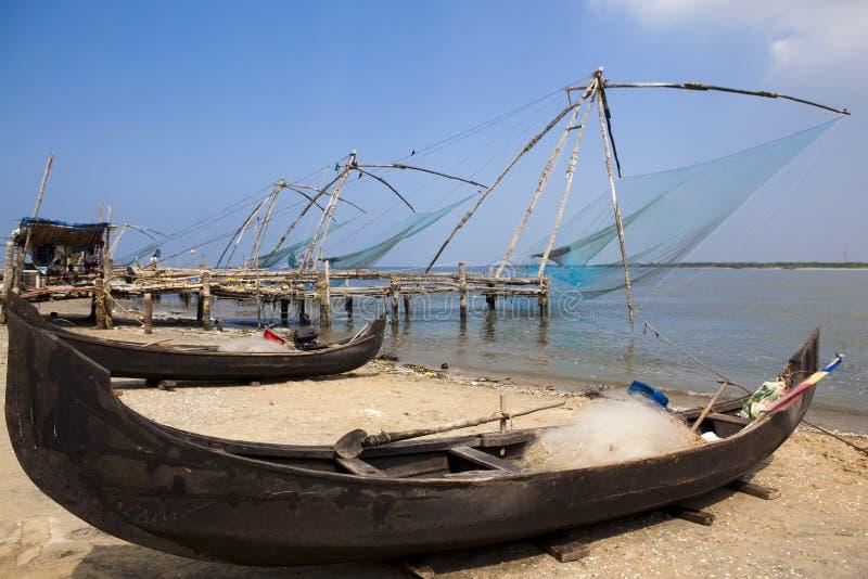 китайская рыболовная сеть cochin стоковое фото rf