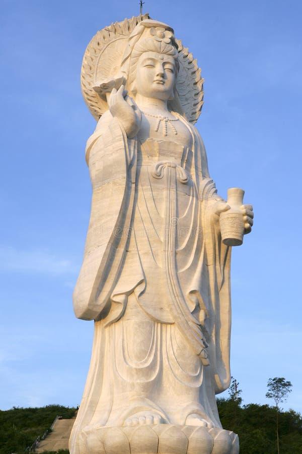 Китайская скульптура Kuan Yin на парке муниципалитета города в Hatyai стоковое фото rf