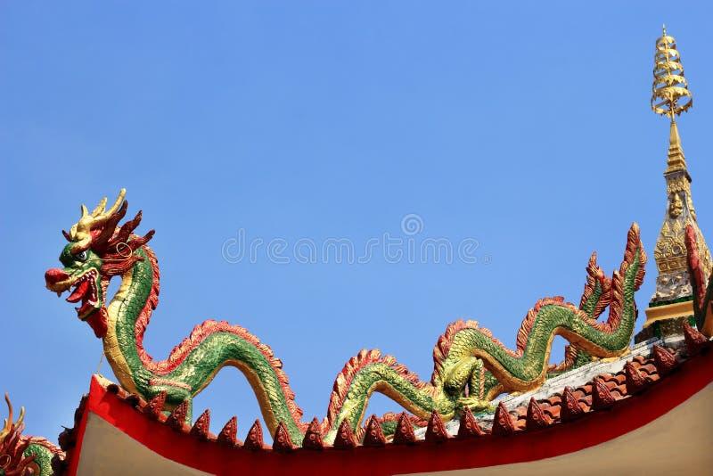 Китайская статуя дракона стоковое изображение rf