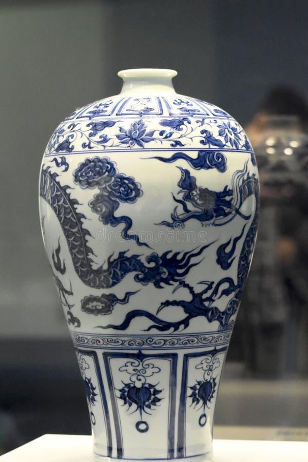 Китайская традиционная античная ваза стоковое фото