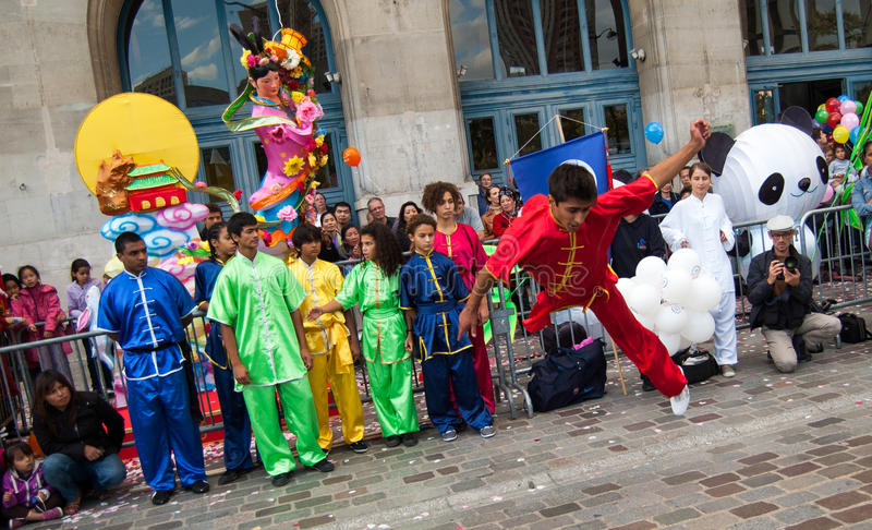 Китайские боевые искусства на празднестве луны на Париж стоковые фотографии rf