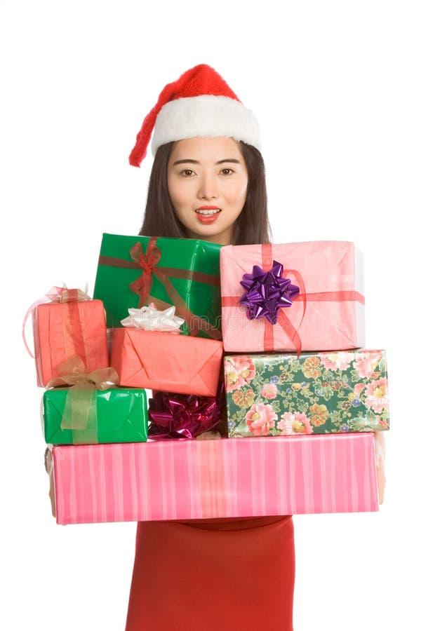 китайские настоящие моменты удерживания рождества штабелируют женщину стоковые фотографии rf
