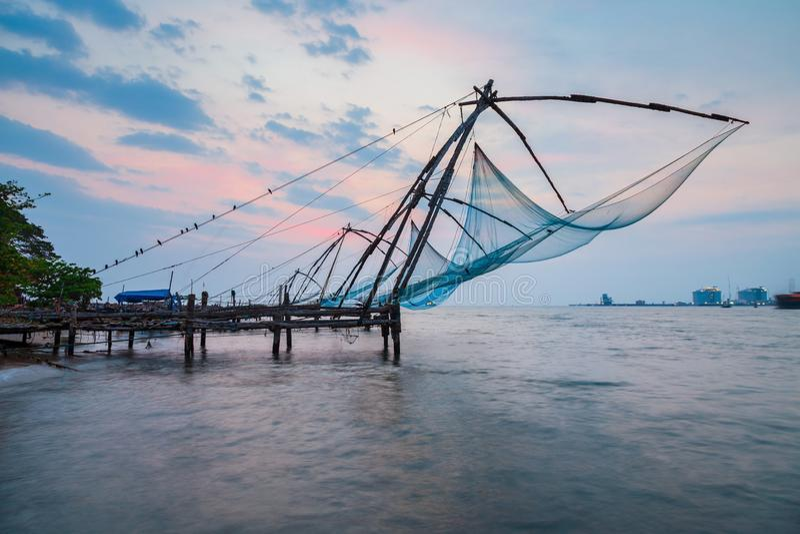 Китайские рыболовные сети в Cochin стоковое фото rf