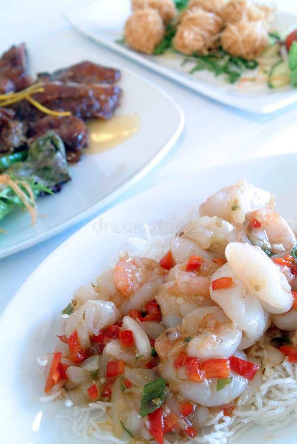 китайские тарелки смешали стоковые фотографии rf