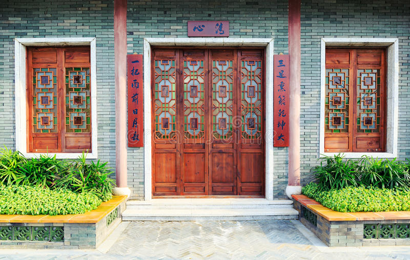 Китайские традиционные дверь и окна стоковые фотографии rf