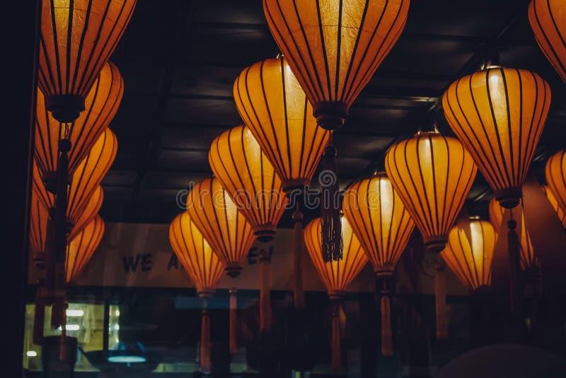 Китайские фонарики в ресторане стоковое фото