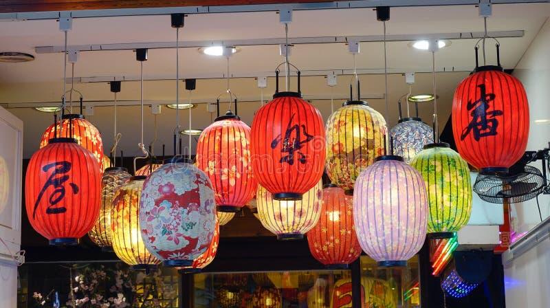 Китайские фонарики на уличном рынке в Тайване стоковые фотографии rf