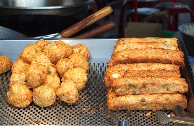 Китайские шарики рыб и сосиски рыб стоковые изображения