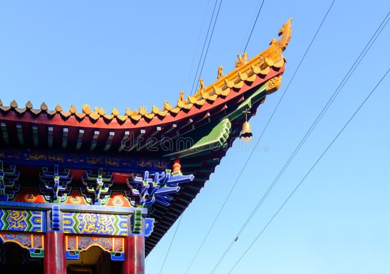 Китайский взгляд дня крупного плана стрех традиционного построения в голубом небе стоковые фотографии rf