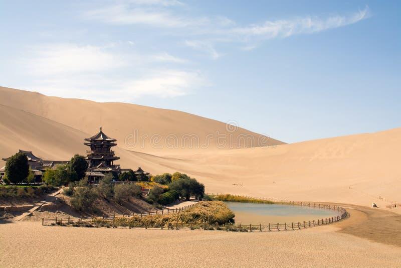 Китайский висок в пустыне, Шани Mingsha, Дуньхуане, Китае стоковые фото