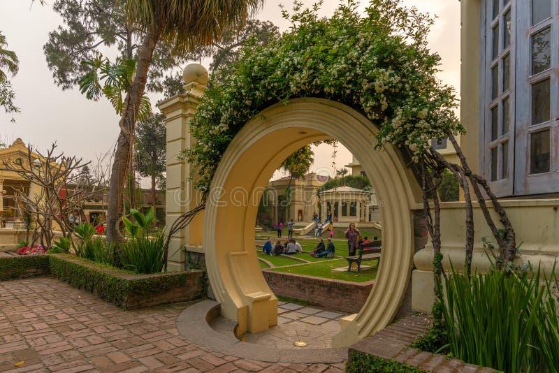 Китайский дизайн ландшафта воодушевил ворота на саде мечт стоковые фото