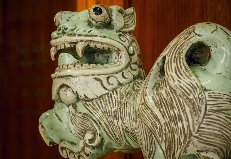 Китайский керамический лев стоковая фотография rf