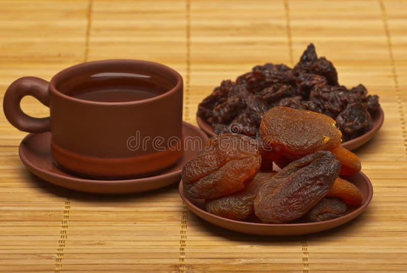 Китайский чай, и высушенные плодоовощи стоковая фотография