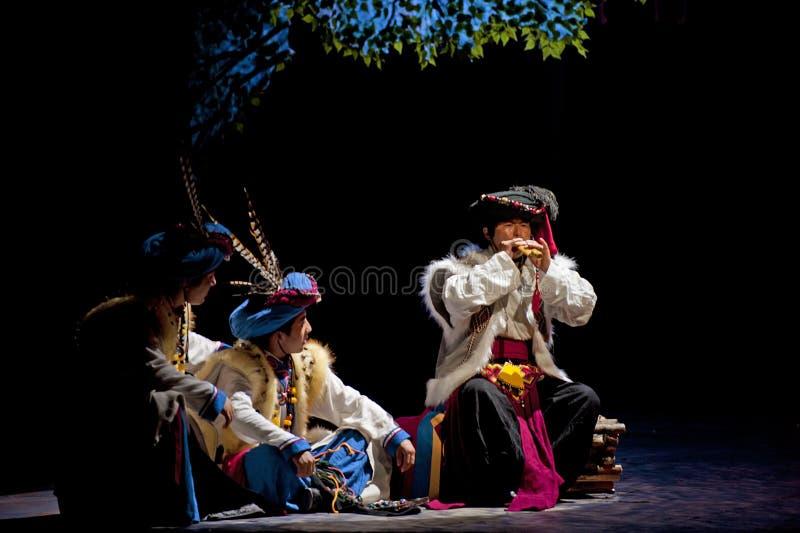 Download китайское этническое Qiang совершителя Редакционное Фото - изображение насчитывающей costume, excited: 18387851