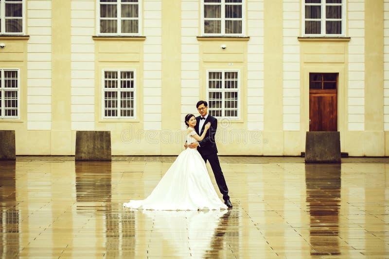 Китайцы холят и танец невесты стоковая фотография