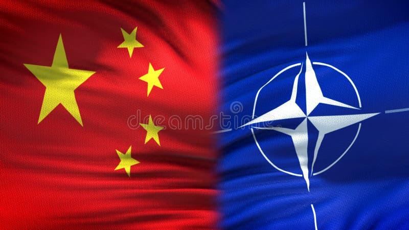 Китай и предпосылка флагов НАТО, дипломатический и экономические отношения, безопасность стоковое фото