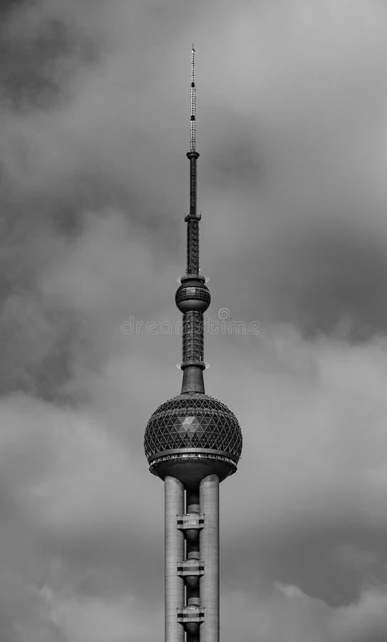 Китай, Шанхай 19-ОЕ АПРЕЛЯ 2019: Взгляд башни ТВ жемчуга Шанхая восточный от зоны Lujiazui стоковое изображение rf