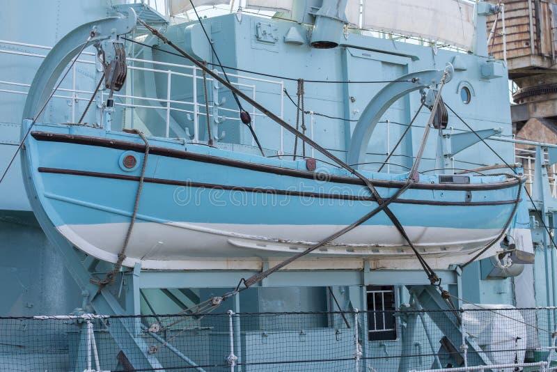 Китобойное судно HMS кавалерийское на шлюпбалках стоковое фото