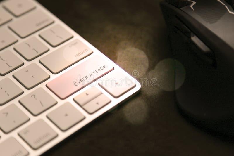 Клавиша кибер-атаки на клавиатуре Мышь в фоновом режиме, безопасность компьютера стоковое фото