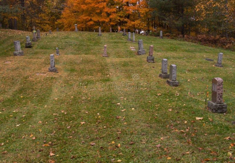 Кладбище в октябре стоковая фотография rf