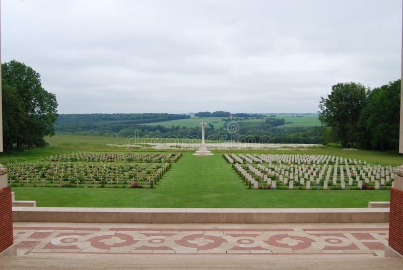 Кладбище от памятника Thiepval, Франции стоковые фотографии rf